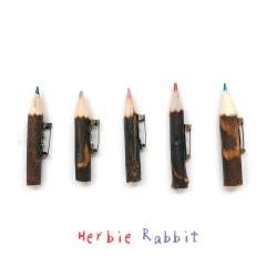 日本 Herbie Rabbit 手工林木月桂樹色鉛筆 別針
